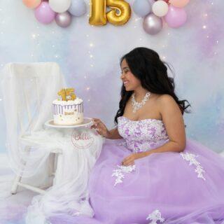 Porque no solo se celebra el primer añito, y es que los 15 son los 15 y Shanti los celebro así de bonitos 🥰🥰. Podemos hacer una sesión smash cake para todas las edades! Infórmate sin compromiso. #smashcake #smashcakesession #smashthecake